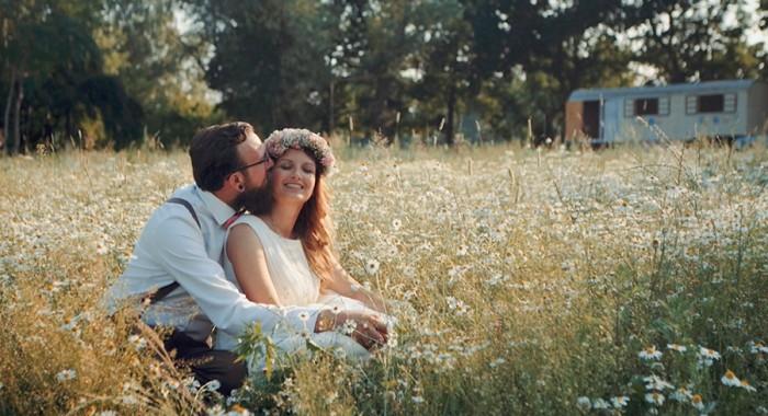 Boho Hochzeit unter freiem Himmel - Klaudia & Taui